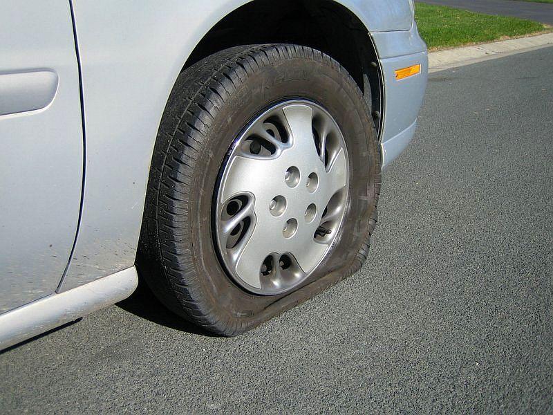 Resultado de imagem para pneu furado